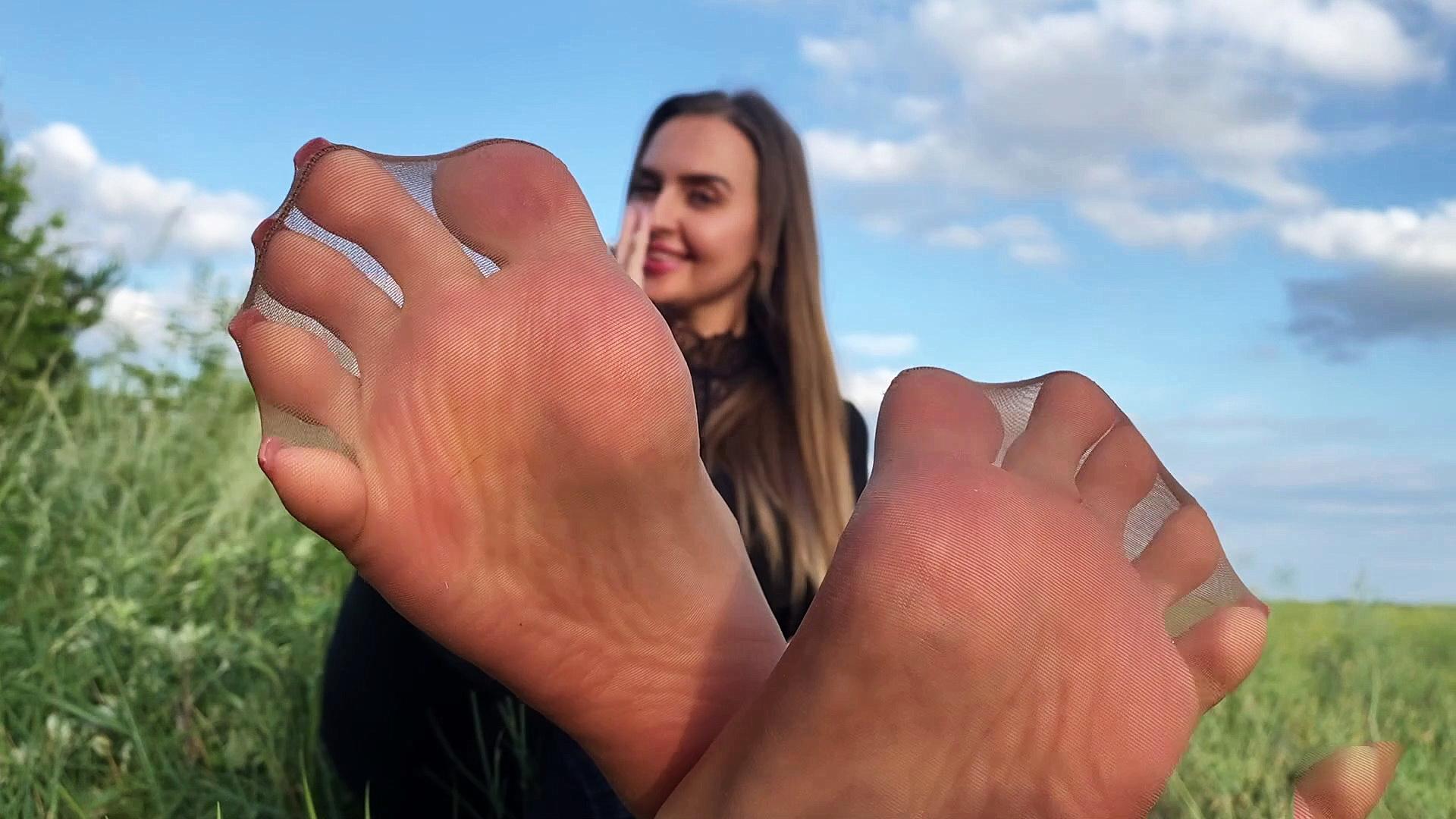 Goddess-Lena Porno Video: Bei 0 spritzt du für meine Nylonfüsse
