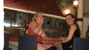 MegaTitten Porno Video: IM CLUB WAS FUER WICHSER